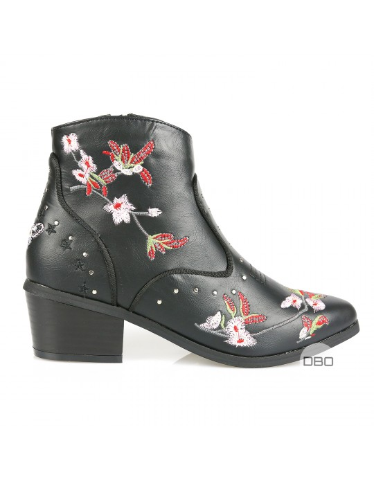 Boohoo By Lipsy Flower Boots